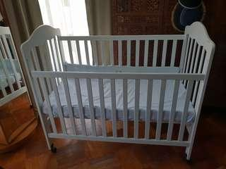 White adjustable baby cot