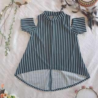 Open shoulder striped blouse 💙
