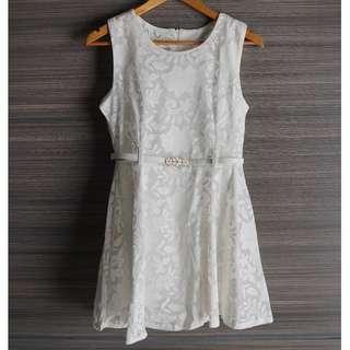 White Floral Dress w Removable Belt S - M