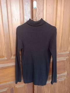 Sweater turtleneck hitam kab project
