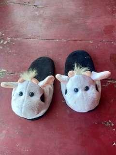 Sandal boneka sapi