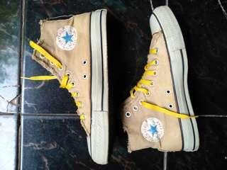 Sepatu converse classic high Original size 40 kondisi mulus