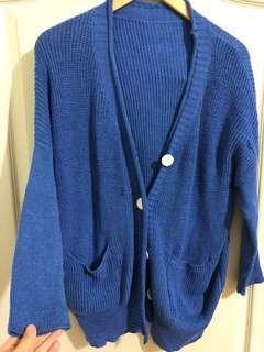 🚚 針織寶藍色外套(有2處小脫線,但不影響穿搭)