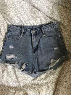 Denim ripped highwaist shorts