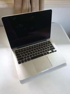 2015 MacBook Pro 13 in i5 Like New