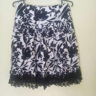 Jj monochrome flower skirt