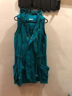 Sleeveless Zip up dress/topper w hood, FS