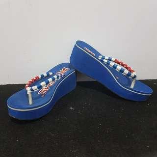 Sandal wedges biru