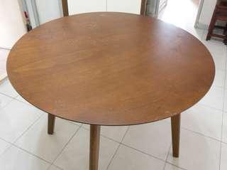 實木餐枱 wooden dining table