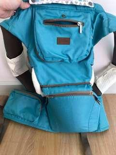 Picolo carrier with hipseat