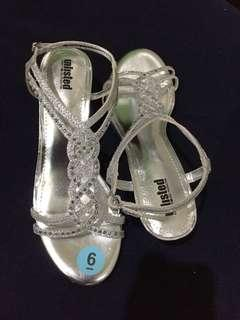 unlisted sandals (silver) : by Kenneth  Cole