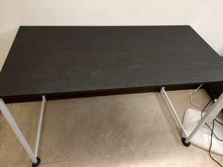 黑色木紋工作桌