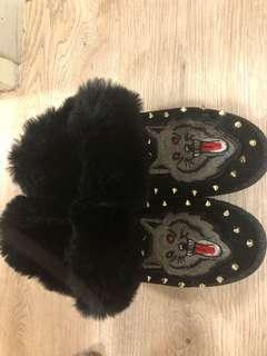 Cool slippers size 6.5