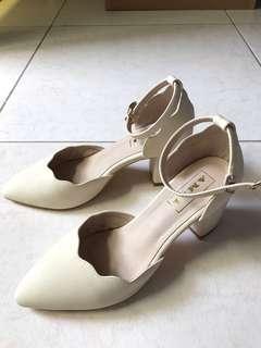 🚚 Amai尖頭跟鞋(典雅米白)size:37