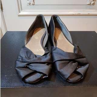 Sepatu Wanita Charles & Keith