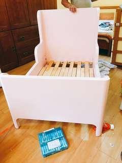 🚚 粉紅色嬰兒床lkea(有稍為損傷,但不影響安全)