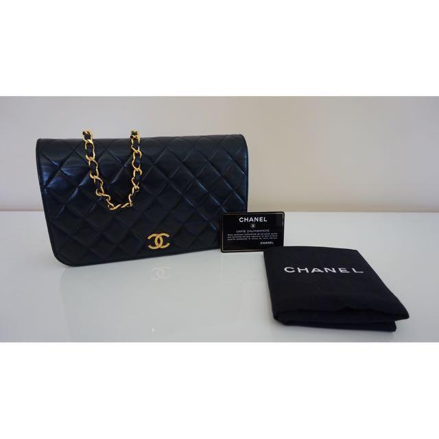Authentic Chanel Vintage Shoulder Flap Bag/Clutch