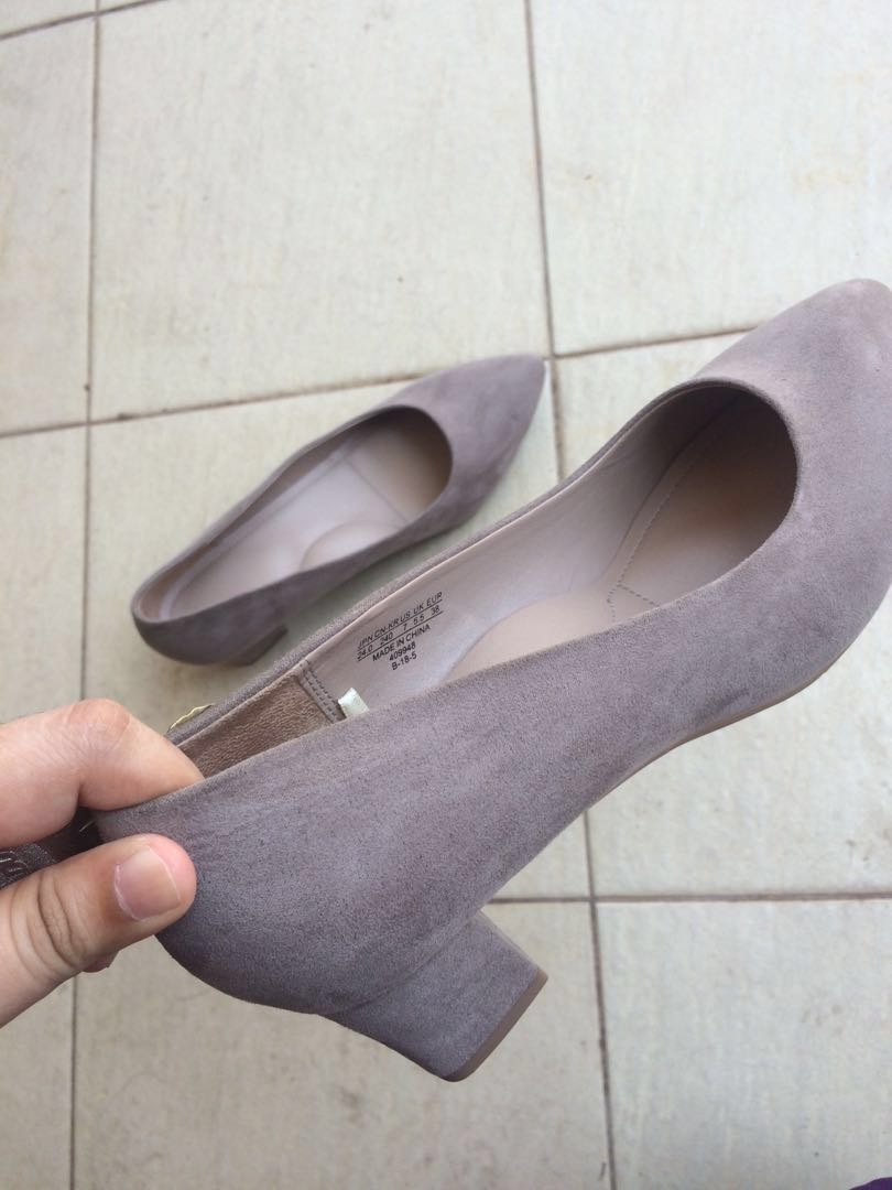 7557e32aa86 Uniqlo s chunky heels  nude heels office shoes