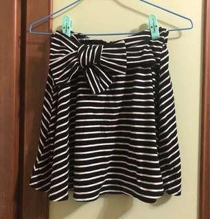 綁帶黑白橫紋短裙