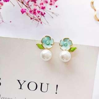 (Free pos 3 pairs & above) Korean floral flower petal earrings with pearl