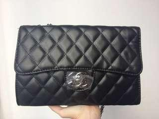Handbag Channel hitam