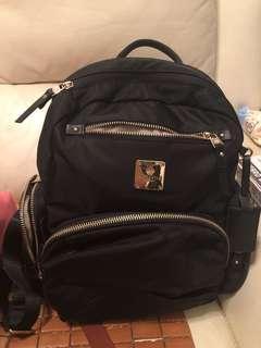 多格實用背包