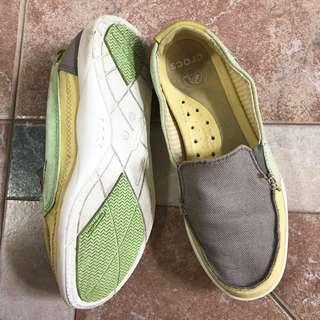 Free Shipping !! Crocs Size 5 Canvas Santa Cruz Slip On Deck Boat Flat Shoes