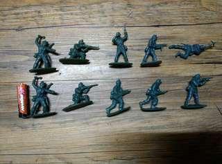 Army men tatching