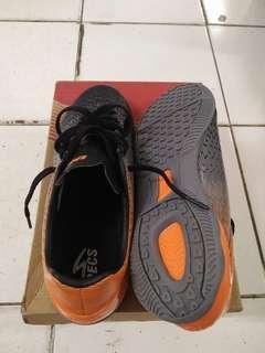 Sepatu futsal specs original