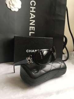 Chanel (拜占庭寶石系列)限量太陽眼鏡#Chanel 復古巴洛克風格系列,大都是設計在訂制服!此款拜占庭寶石太陽眼鏡,真的美~(原價27900元)