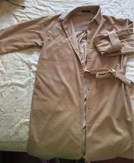 🚚 燈芯絨卡其風衣綁帶外套裙子兩穿 韓妞