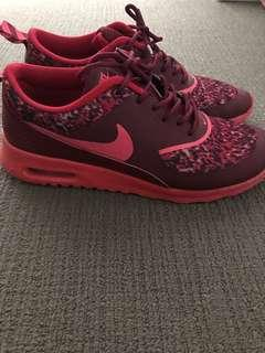 Nike Thea's red