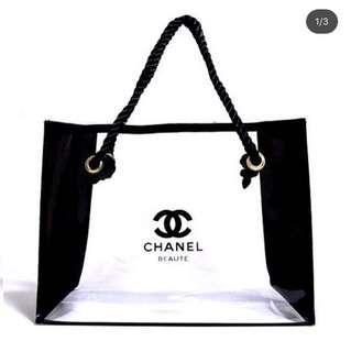NEW Chanel tote size L