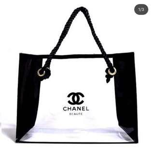 NEW Chanel tote size M