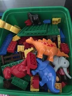 Isi dari 4 /5 macam lego oxford jadi satu, good condition