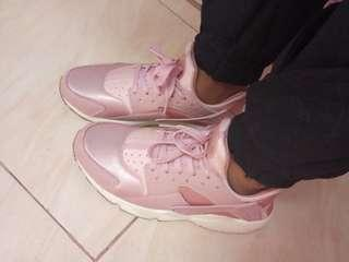 Nike Huarache Particle Pink Size 8