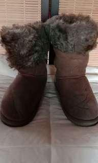 FUR WINTER BOOTS SIZE 7 1/2 - 8