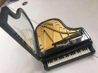 鋼琴造型音樂盒  琴鍵上方可揭蓋