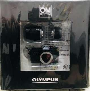 Olympus 經典OM 珍藏相機玩具套裝 全新 (盒約4 inches x 4inches)