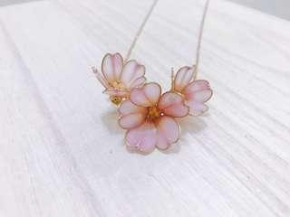 100% handmade flower resin necklace