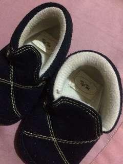 Tiptoe baby shoes