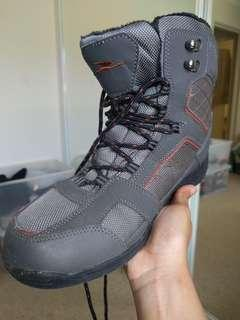Hiking / walking boots AS NEW