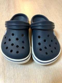 🚚 Crocs 洞洞鞋