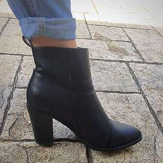 Tres Jolie Becker Boots