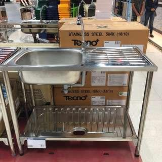 Free standing stainless steel 18/10 single bowl sink.