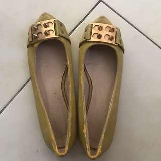 les femmes studded shoes