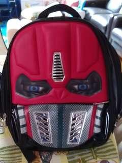 紅色 Backpack 眼有燈但扣爛左一邊