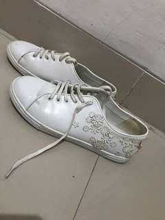 Sepatu putih Charles n Keith uk 36