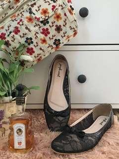 Flats Bahan Lace Warna Hitam