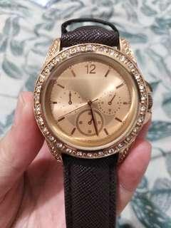 Fashionable Women's Watch Mark Down Price